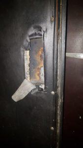 фото - подготовка двери к установке замка
